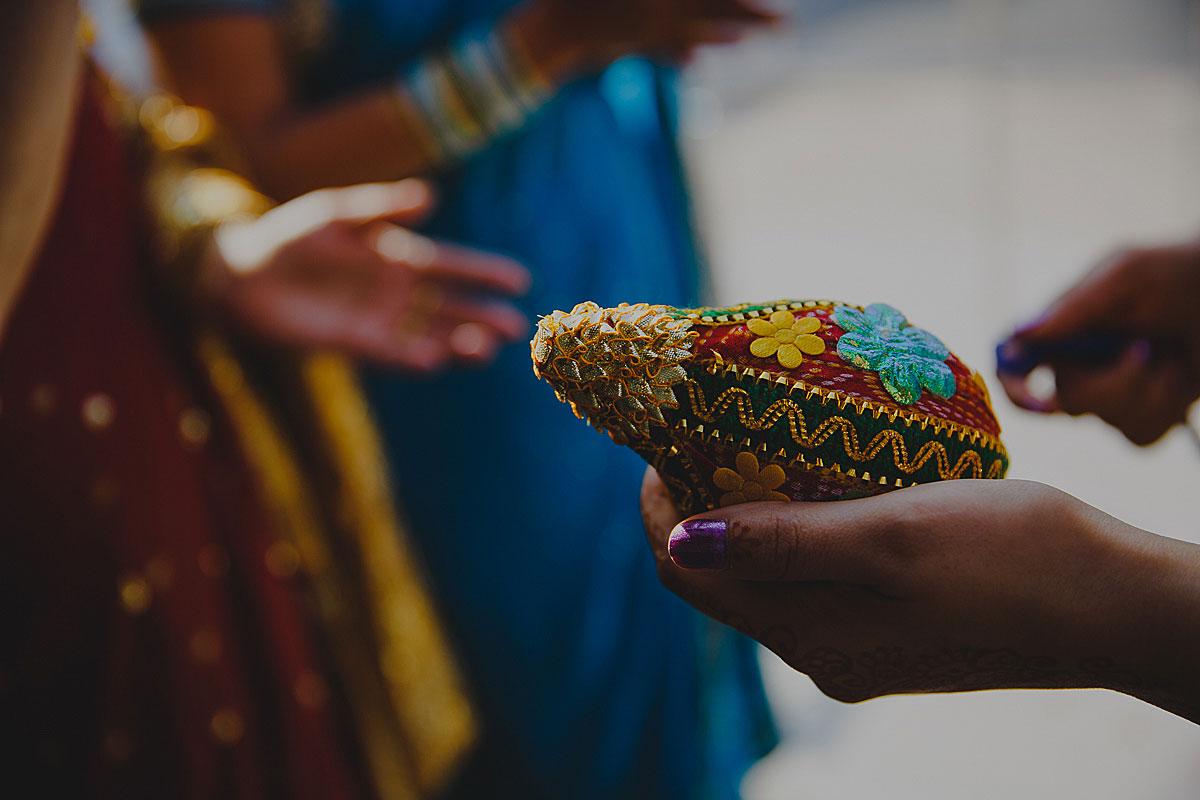 documentary-hindu-wedding-photographer-london (12)