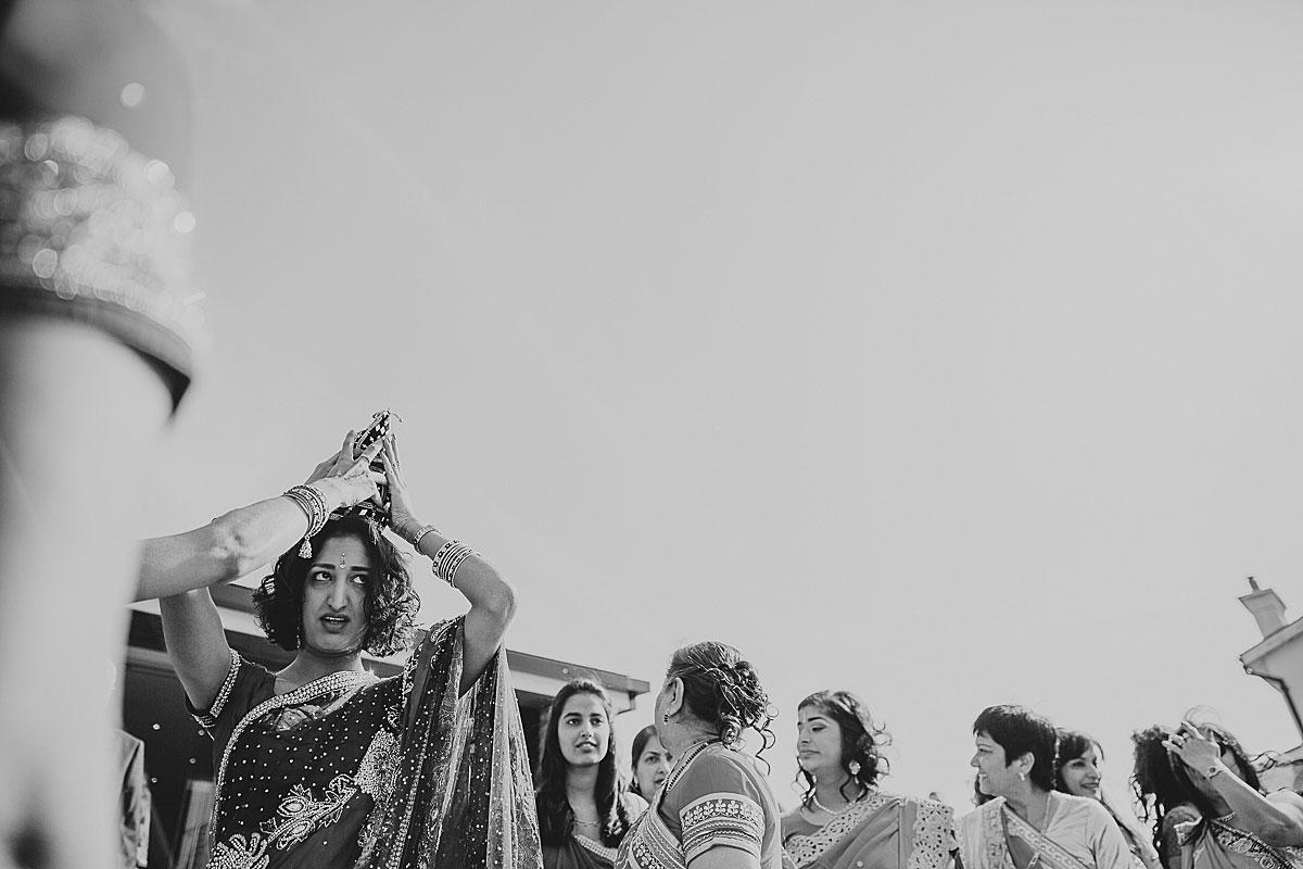 documentary-hindu-wedding-photographer-london (16)