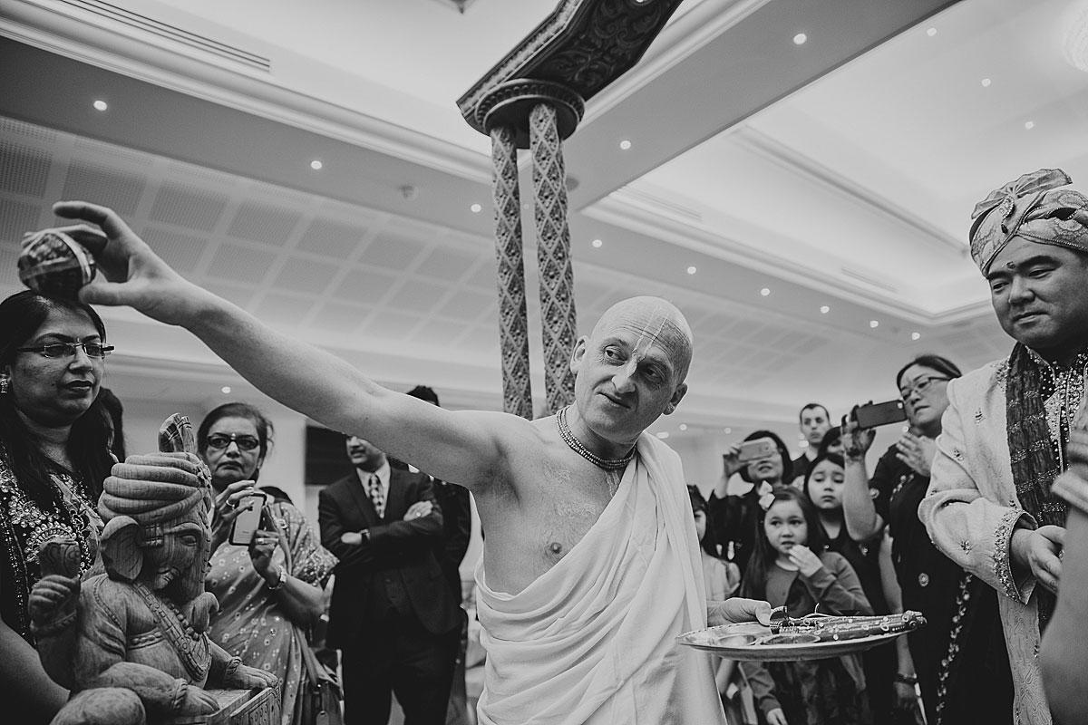 documentary-hindu-wedding-photographer-london (17)