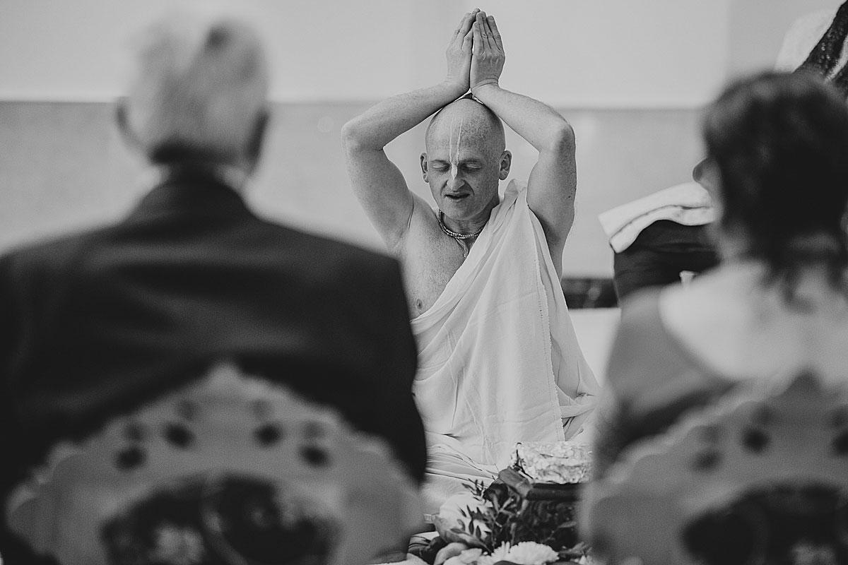 documentary-hindu-wedding-photographer-london (22)