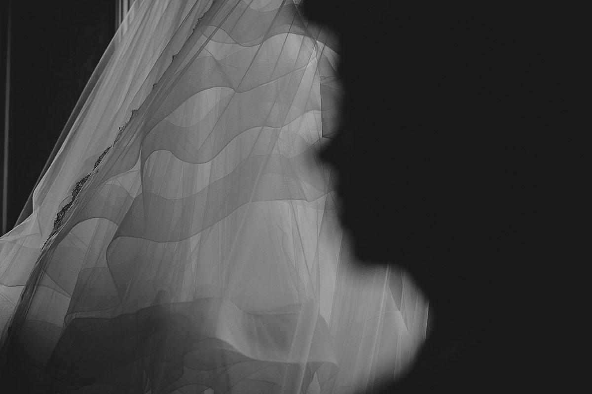 Kew-Gardens-Wedding-Photos-Black-and-white-wedding-photography (9)